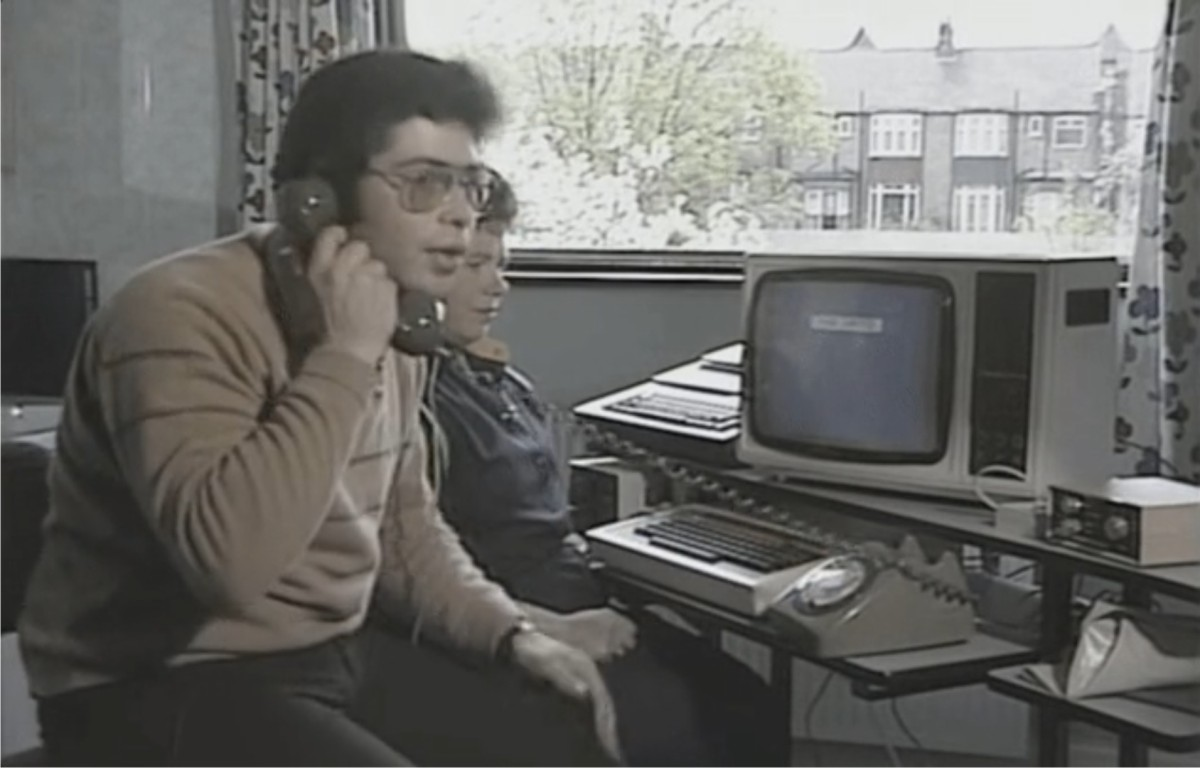 VIDEO: Cum se trimitea un email în 1984