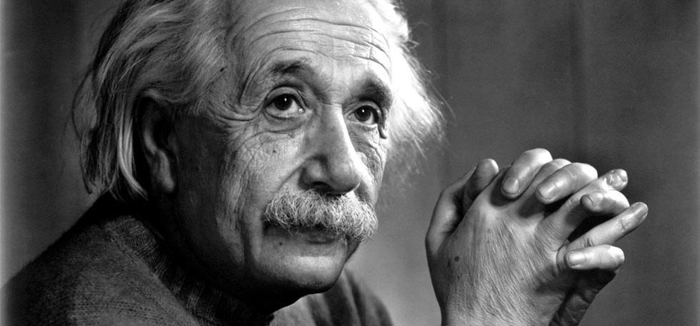 Două lucruri sunt infinite: Universul şi stupiditatea umană; nu sunt prea sigur în privinţa Universului